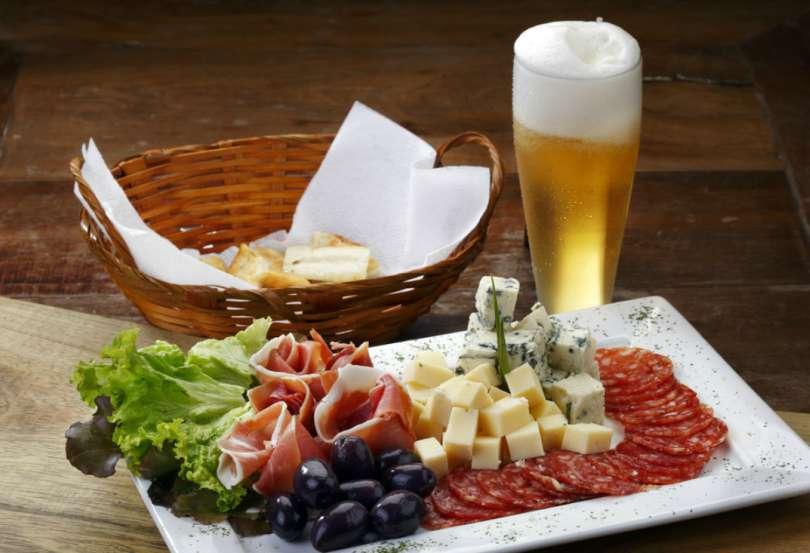 Petiscos e aperitivos para acompanhar a sua cerveja